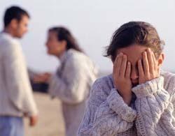 Cha mẹ cãi nhau làm tổn thương tâm lý của trẻ. Ảnh: ABC.