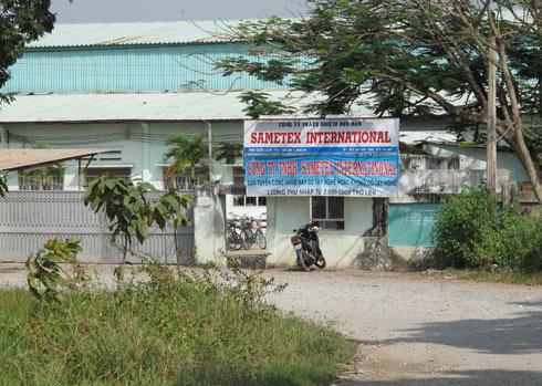 Vụ ngộ độc thực phẩm tập thể ở Công ty Sametex có quy mô lớn nhất trong năm 2010 tại tỉnh Long An. Ảnh: Thiên Phước