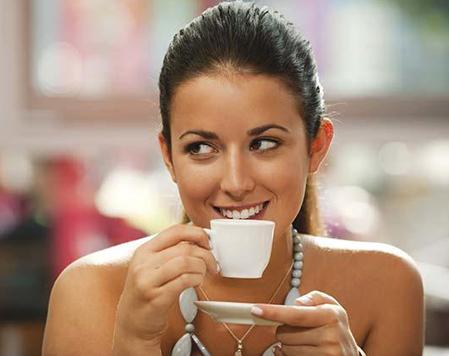 Những phụ nữ uống nhiều chất caffeine có thể mất nhiều thời gian hơn so với những phụ nữ khác trong quá trình thụ thai. Ảnh minh họa: