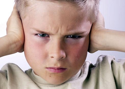 Đa số trẻ hiện nay thiếu khả năng kiềm chế cảm xúc. Ảnh minh họa: Visual Photo