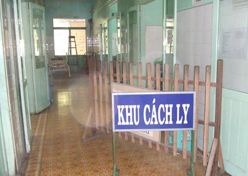 Tỉnh vừa công bố dịch, Bệnh viện đa khoa Ninh Thuận đã lập tức dựng khu cách ly bệnh nhân tay chân miệng. Ảnh: Sơn Ninh