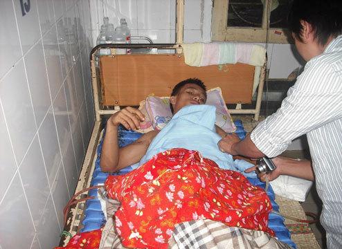 Bệnh nhân Lê Văn Cường đang điều trị tại bệnh viện. ảnh: N.K