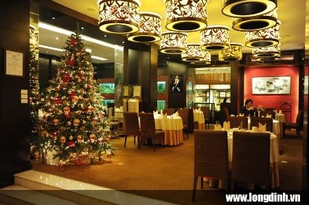 Không gian tầng 1 nhà hàng Long Đình.