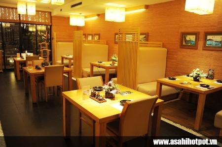 Không gian ngập tràn ánh sáng - nhà hàng Asahi Hot Pot.