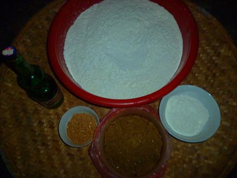 Nguyên liệu để làm bánh khảo.