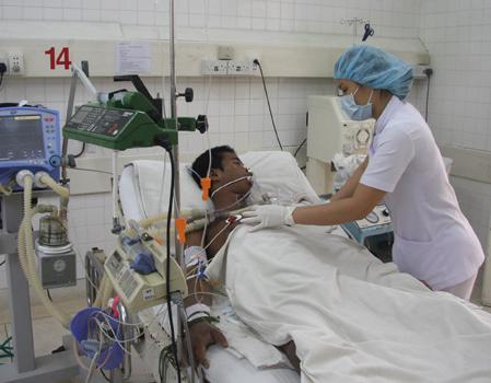Bệnh nhân sốt rét điều trị tại Bệnh viện Bệnh nhiệt đới TP HCM. Ảnh: Thiên Chương.