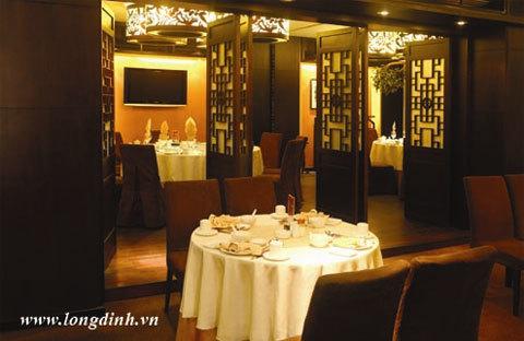 Góc không gian nhà hàng Long Đình.