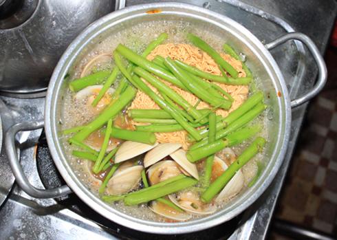 Hương vị thơm ngon làm nên sự hấp dẫn cho món ăn bình dân này. Ảnh: Khánh Hòa.