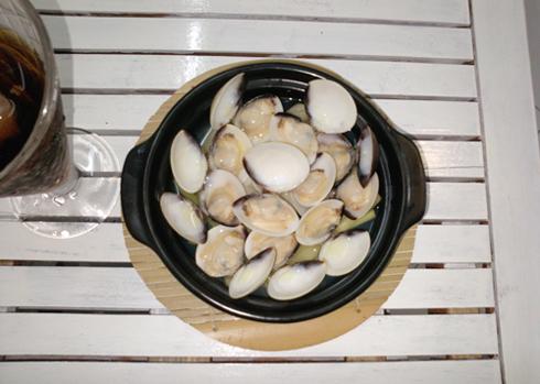 Nghêu hấp sả là một trong những món ăn thông dụng rất được người Sài Gòn ưa thích. Ảnh: Khánh Hòa.