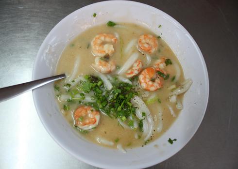 Vị ngọt của tôm, nước cốt dừa mang đến hương vị rất lạ miệng khi thưởng thức. Ảnh: Khánh Hòa.