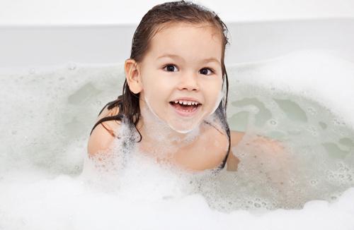 Dạy bé tự lập bằng thói quen vệ sinh cơ thể - VnExpress Đời sống