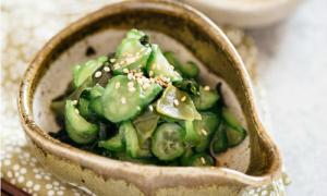 Salad dưa chuột và rong biển thơm giòn thanh mát