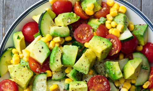 Salad bơ, cà chua thơm ngon khai vị cho bữa ăn