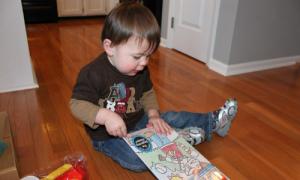 Trẻ 20 tháng tuổi chưa nói được từ nào có phải bệnh?
