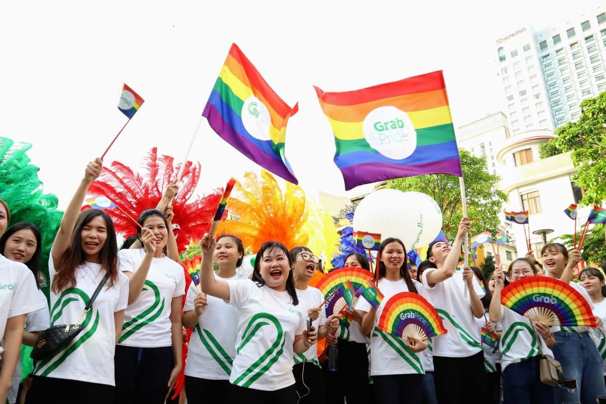 Hàng nghìn người tuần hành ủng hộ cộng đồng LGBT - VnExpress Đời sống