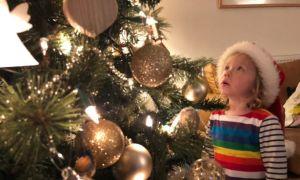 Cụ ông gói sẵn quà Giáng sinh 14 năm cho bé hàng xóm trước khi mất