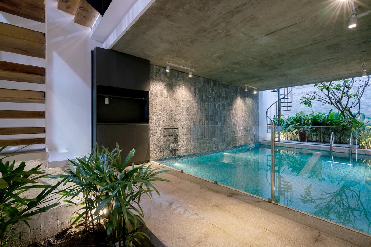 Bể bơi trong nhà ống Sài Gòn rộng 70m2 - VnExpress Đời sống