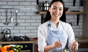 Giáo sư sử học Lê Văn Lan chia sẻ chuyện bếp núc xưa và nay