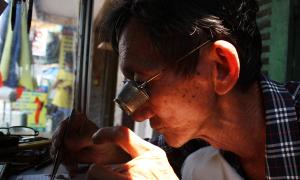 Người đàn ông hơn 40 năm sửa 'cỗ máy thời gian'