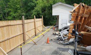 Cưa đôi gara nhà hàng xóm sau tranh chấp đất