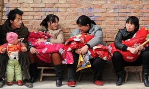 Vì sao nhiều trẻ em Trung Quốc mang họ mẹ