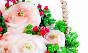 Người phụ nữ biến thức ăn thành hoa