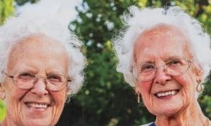 Chị em song sinh cùng đón sinh nhật 100 tuổi