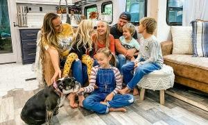 Gia đình bỏ nhà 400 m2 để sống trên ôtô