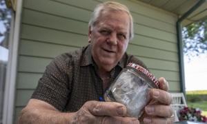 Nổi tiếng nhờ giữ miếng sandwich cắn dở suốt 60 năm