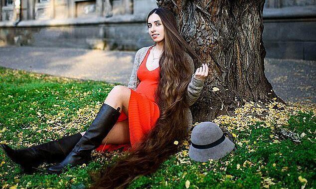 Nữ luật sư nổi tiếng vì mái tóc dài gần 2 mét