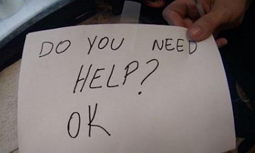 Mẩu giấy của nữ bồi bàn giải cứu cậu bé bị bạo hành