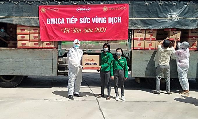 Bibica trao 3.000 phần quà tiếp sức cho vùng dịch