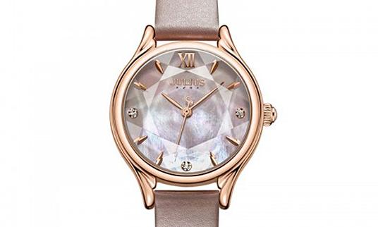 Đồng hồ nữ, áo thun nam giá dưới 600 đồng
