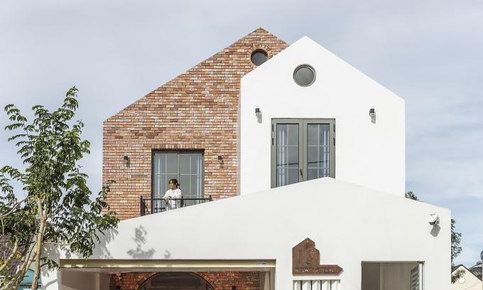 Nhà rông kết hợp kiến trúc Pháp của vợ chồng 9x