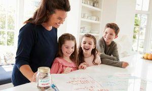 Cha mẹ cùng con kiếm hàng triệu đồng mùa Covid-19 với trò chơi tại nhà
