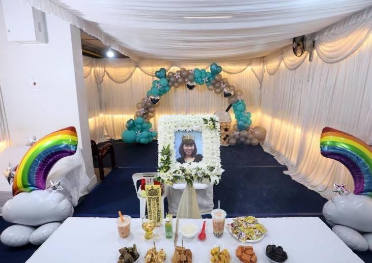 Người phụ nữ biến lễ tang của mình thành bữa tiệc