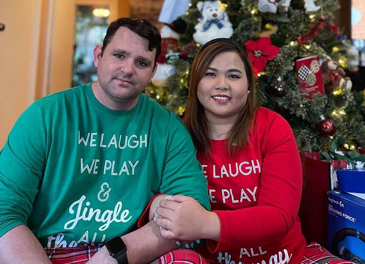 Chàng trai Mỹ chịu đau xóa hình xăm để cưới vợ Việt