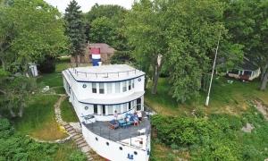 Nhà hình con tàu