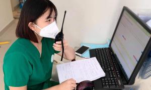 Nữ sinh viên khỏi Covid -19 ở lại viện tiếp tục chống dịch